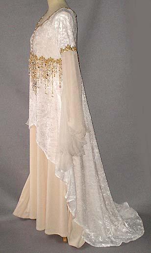 Brautkleid creme gold und Gold-Diadem