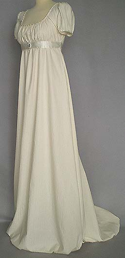 Empirekleid creme