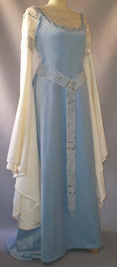 Hochzeitskleid Hellblau-Creme mit Diadem